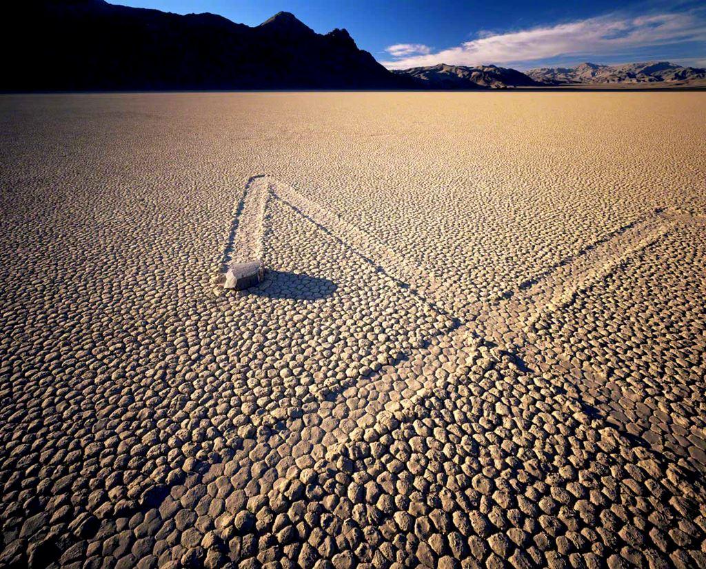 As rochas que se movem no Vale da Morte